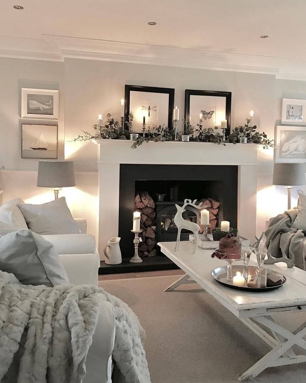 Adorable Black Living Room Ideas That Looks Cool22