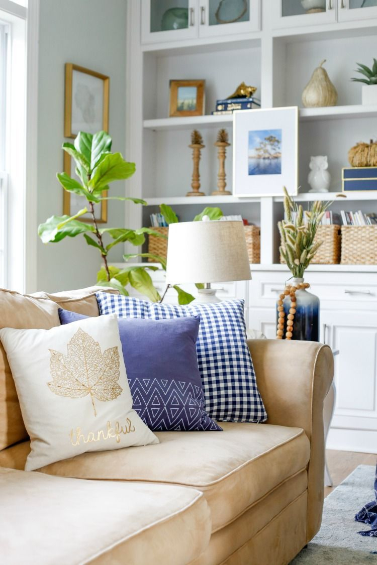 Amazing Fall Living Room Decorating Ideas To Try Asap05