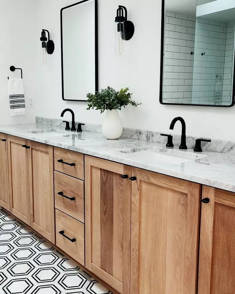 Fascinating Farmhouse Master Bathroom Remodel Ideas To Have Now07