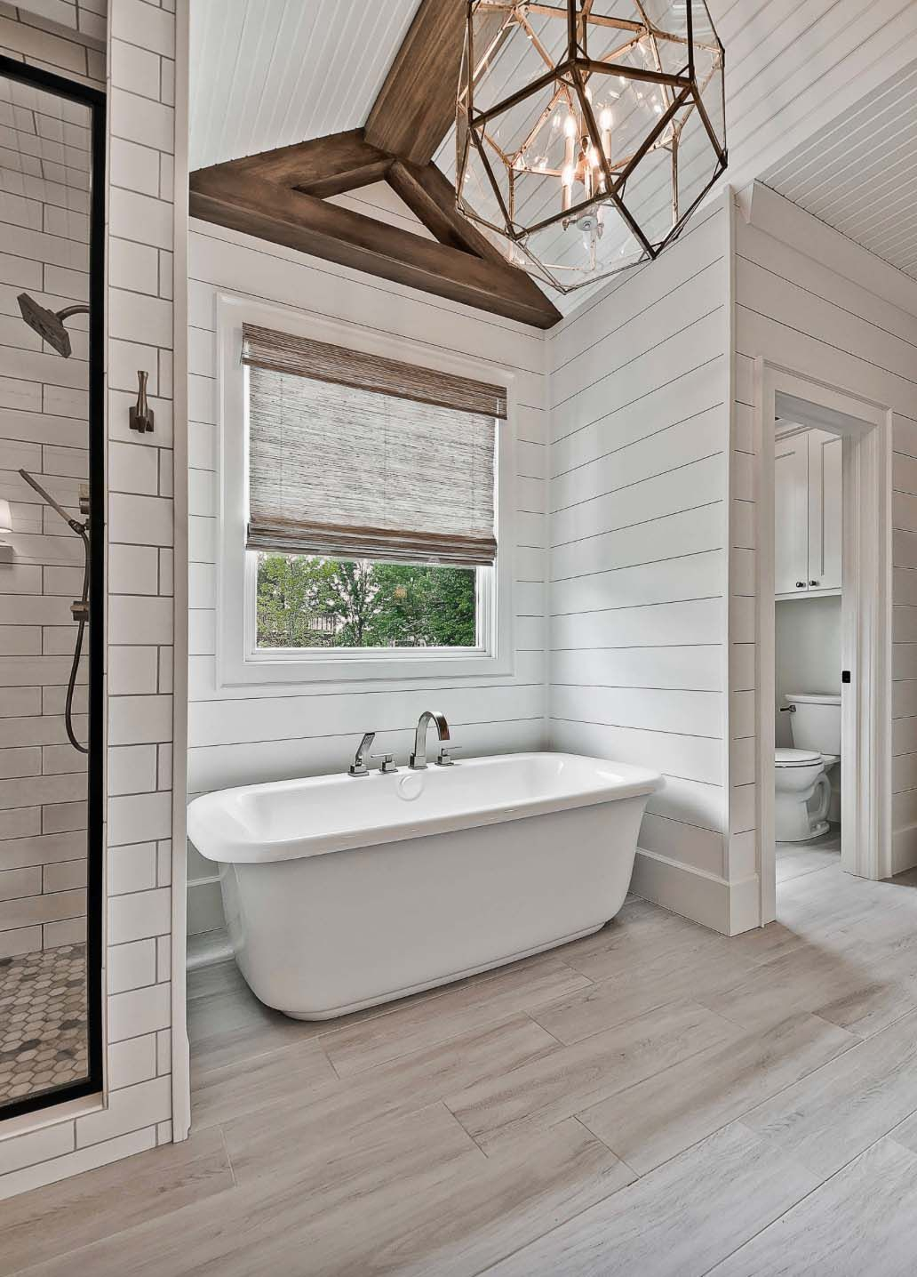 Fascinating Farmhouse Master Bathroom Remodel Ideas To Have Now12