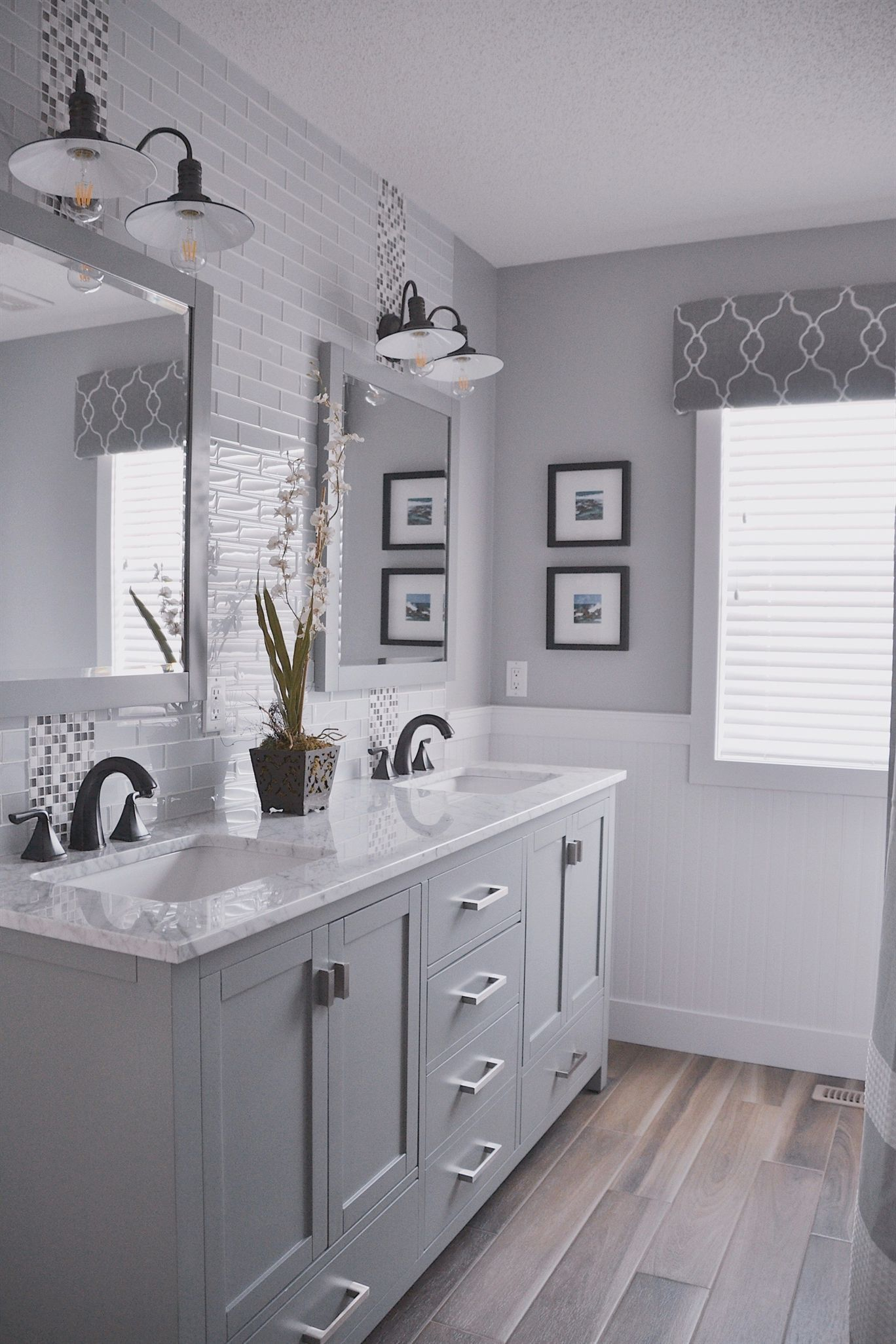 Fascinating Farmhouse Master Bathroom Remodel Ideas To Have Now18