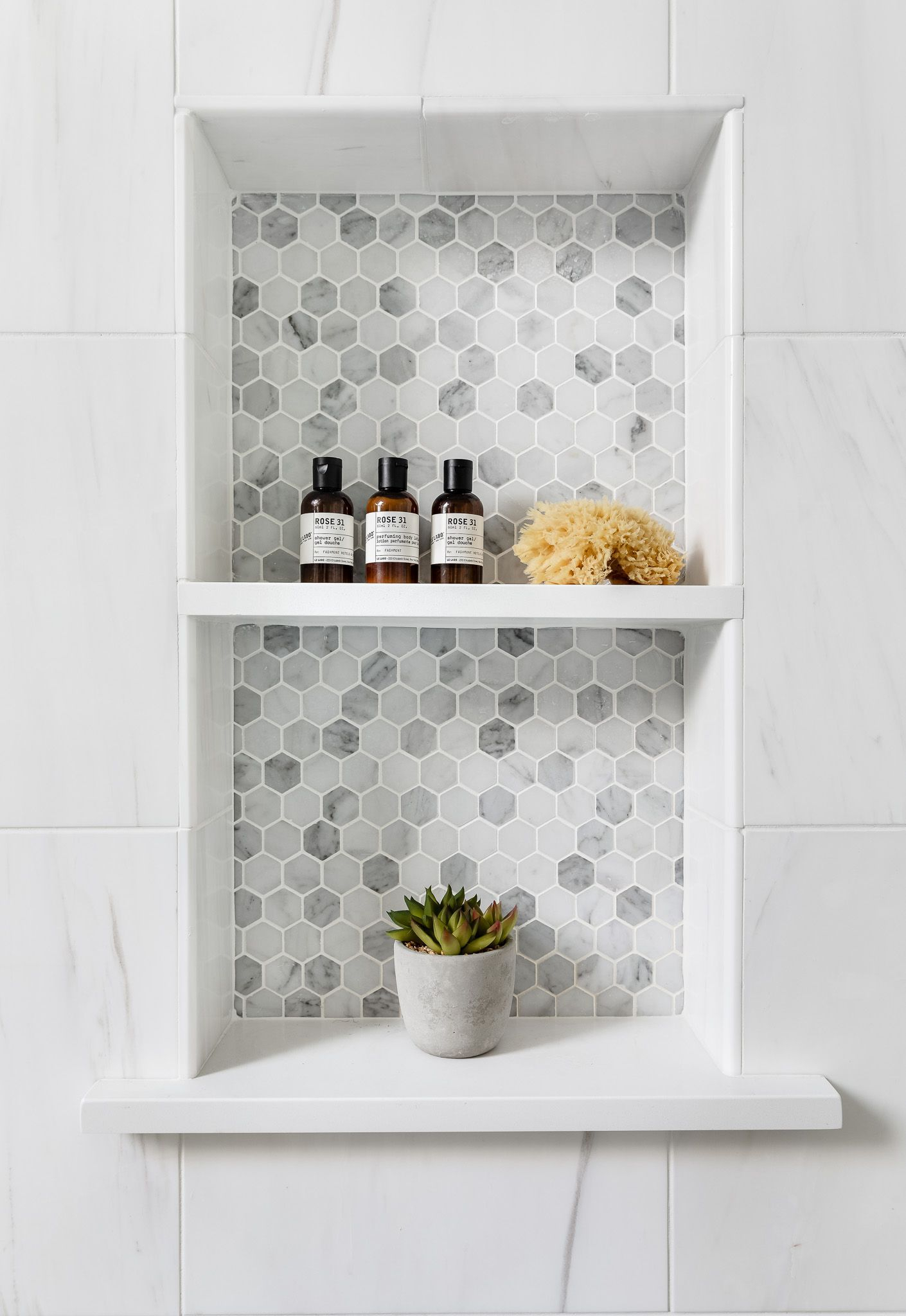 Fascinating Farmhouse Master Bathroom Remodel Ideas To Have Now24
