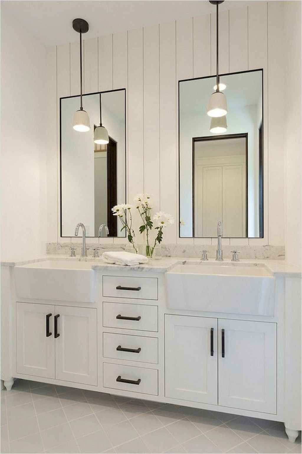 Fascinating Farmhouse Master Bathroom Remodel Ideas To Have Now25
