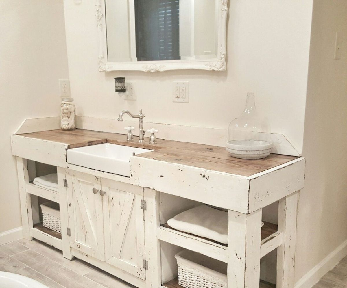 Fascinating Farmhouse Master Bathroom Remodel Ideas To Have Now40