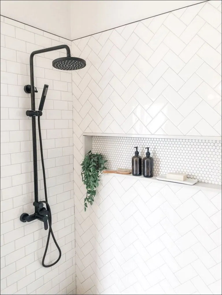 Fascinating Farmhouse Master Bathroom Remodel Ideas To Have Now43