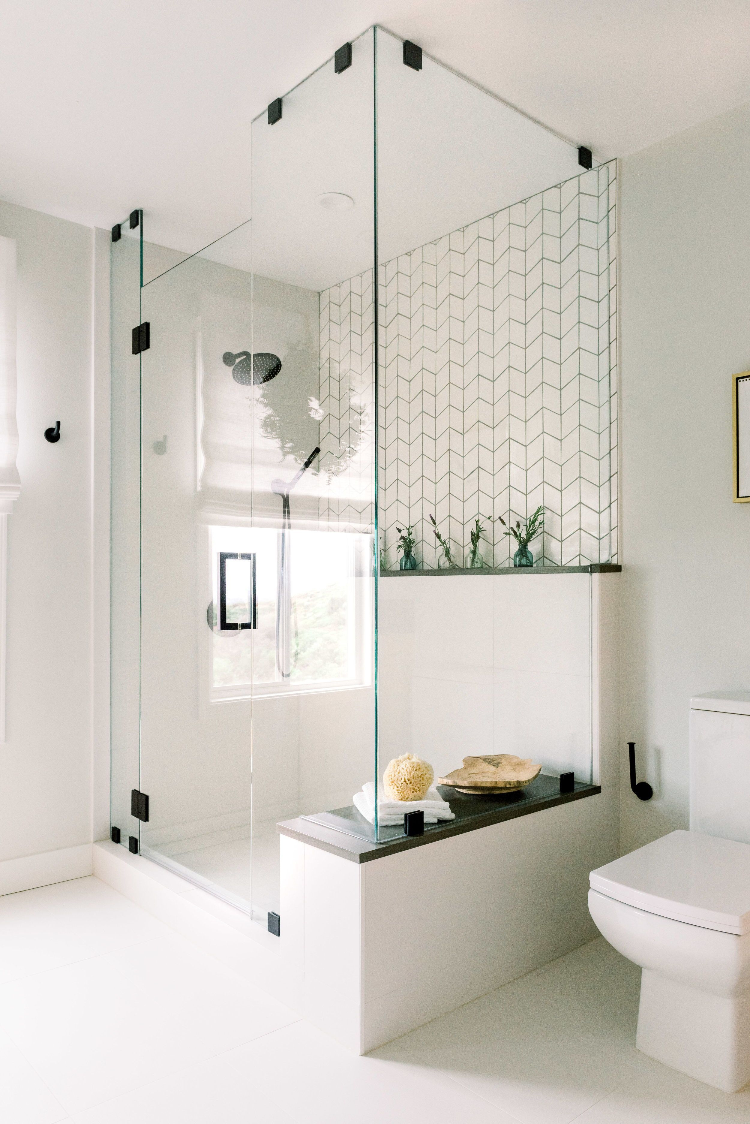 Fascinating Farmhouse Master Bathroom Remodel Ideas To Have Now44