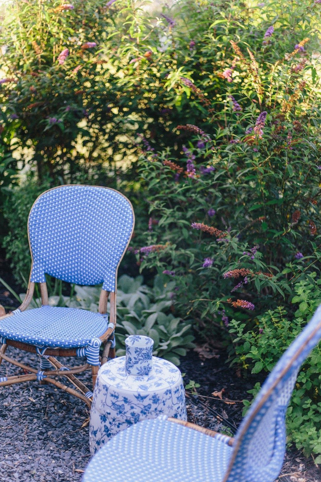 Outstanding Chairs Design Ideas For Relaxing In The Porch38