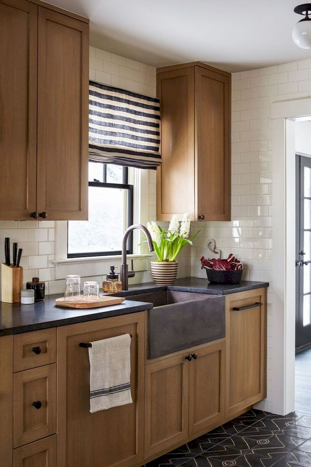 Affordable Kitchen Cabinet Design Ideas That Make Your Kitchen Looks Neat27