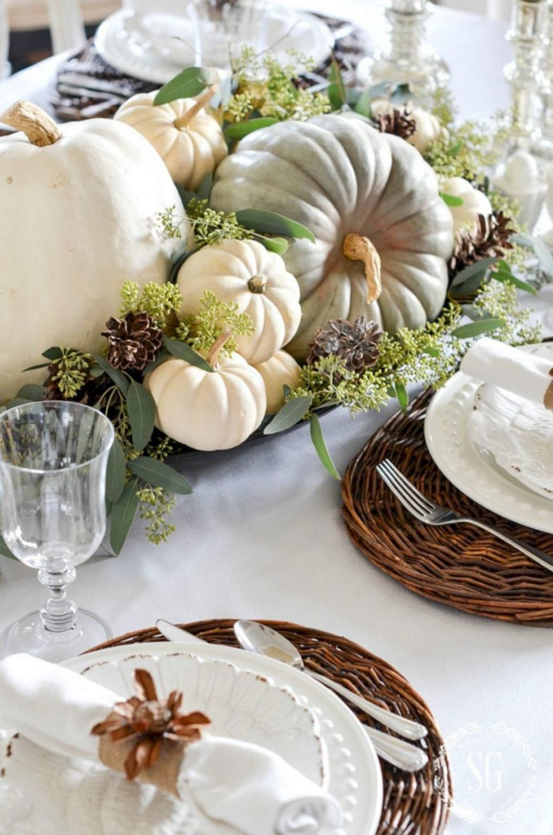 Amazing Thanksgiving Tablescapes Ideas For More Taste And Enjoyful20
