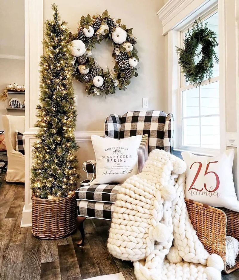 Hottest Farmhouse Christmas Decorations Ideas To Try Asap01