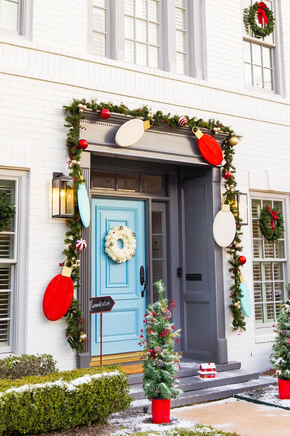 Newest Christmas Door Decoration Ideas You Must Try Right Now13