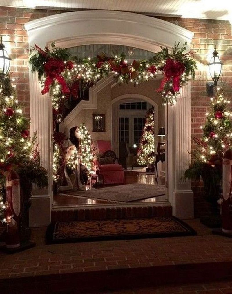 Trendy Outdoor Christmas Decorations To Copy Right Now12