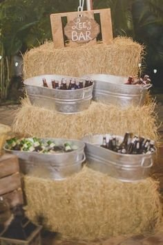 Chic Outdoor Wedding Drink Station And Bar Ideas For Winter To Try Asap08