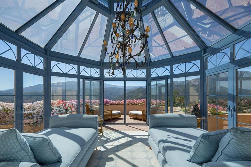 Splendid Glass House Design Ideas With 360 Degree View Of The Mountain19