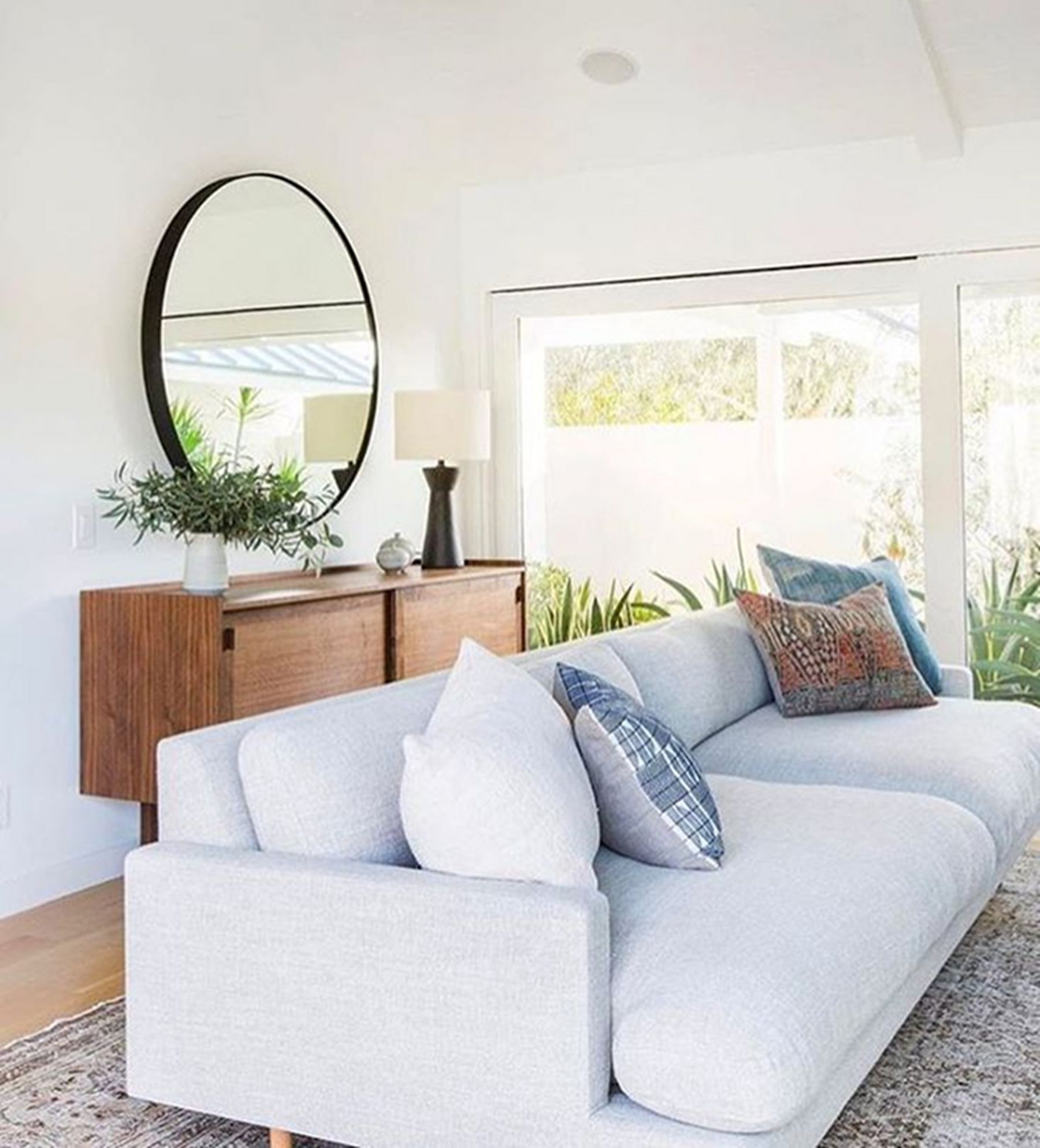 Charming Living Room Decoration Ideas With Minimalist Sofa To Try Asap11