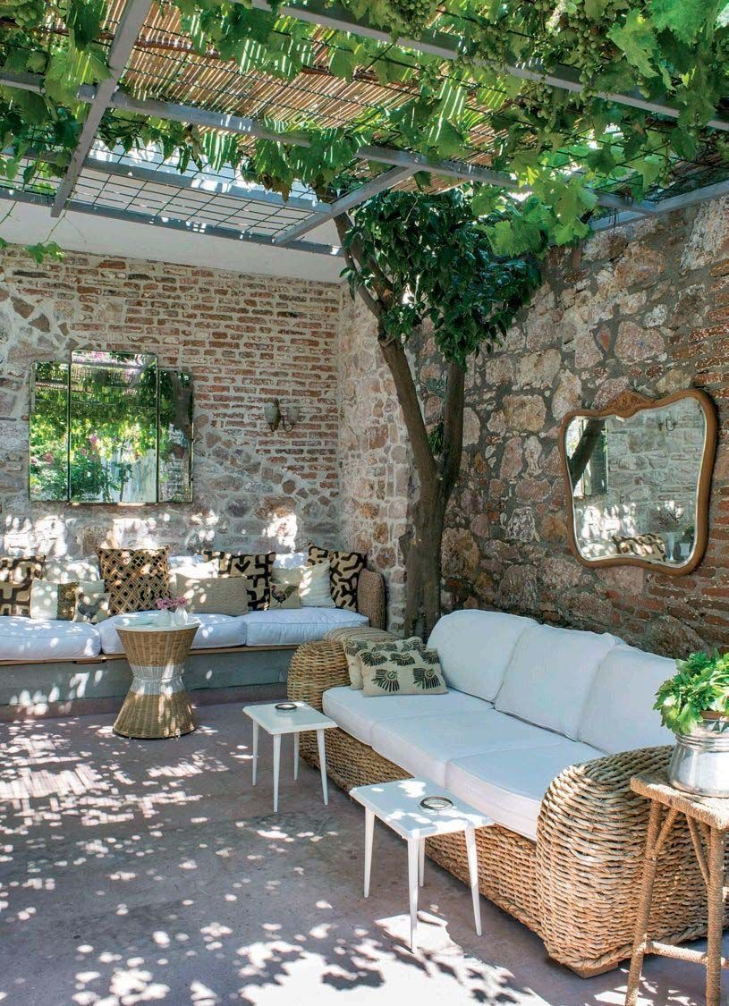 Wonderful Outdoor Living Room Design Ideas For Enjoying Your Days04