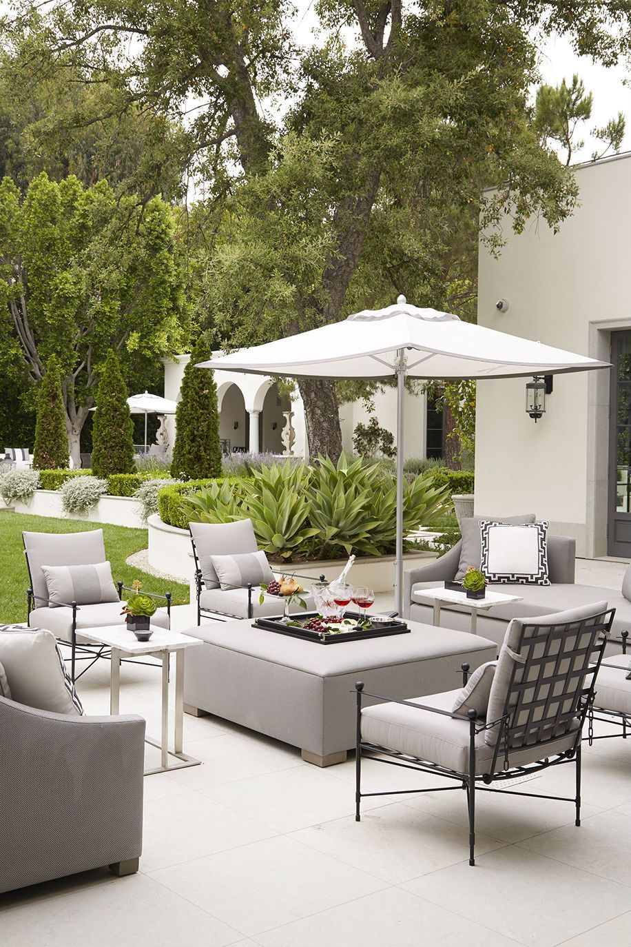 Wonderful Outdoor Living Room Design Ideas For Enjoying Your Days08