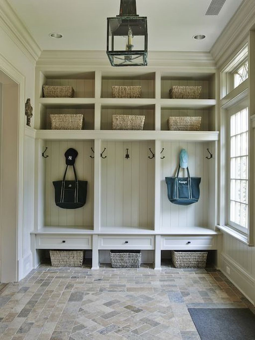 Awesome Farmhouse Mudroom Decorating Ideas To Try Asap 04