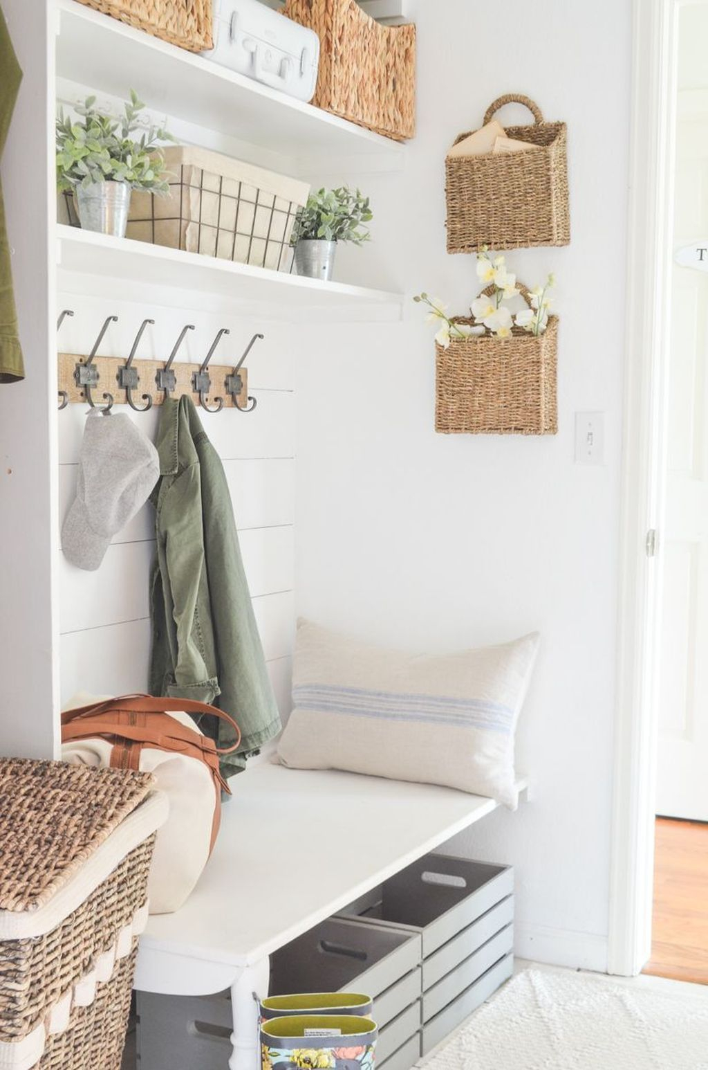 Awesome Farmhouse Mudroom Decorating Ideas To Try Asap 08