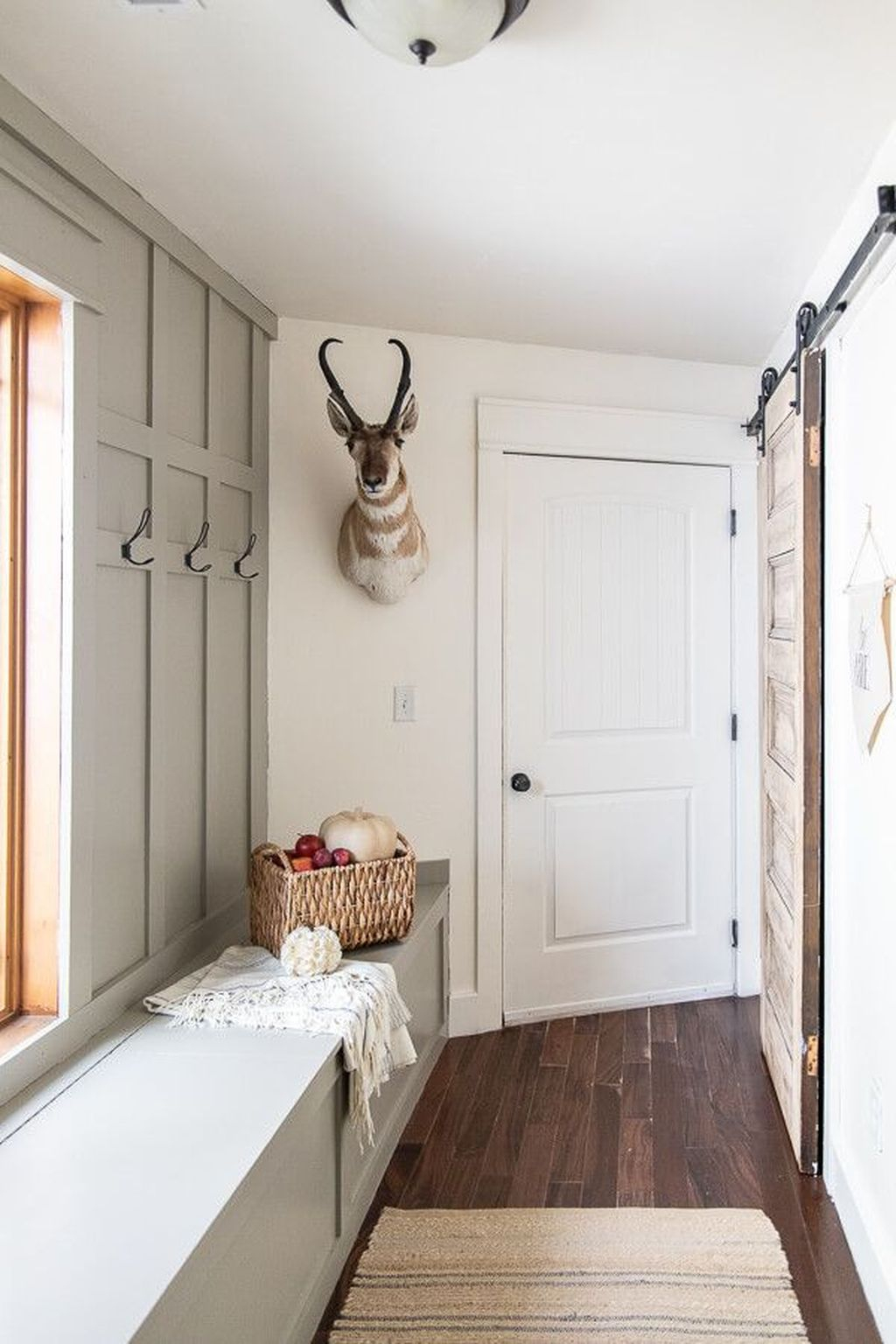 Awesome Farmhouse Mudroom Decorating Ideas To Try Asap 21