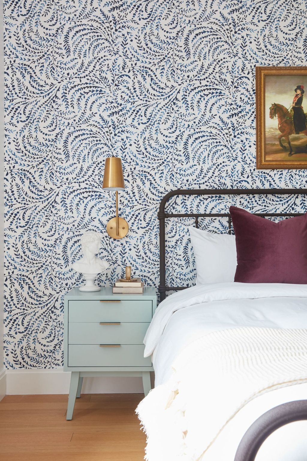 Best Bedroom Wallpaper Decor Ideas That Suitable For Your Family 09