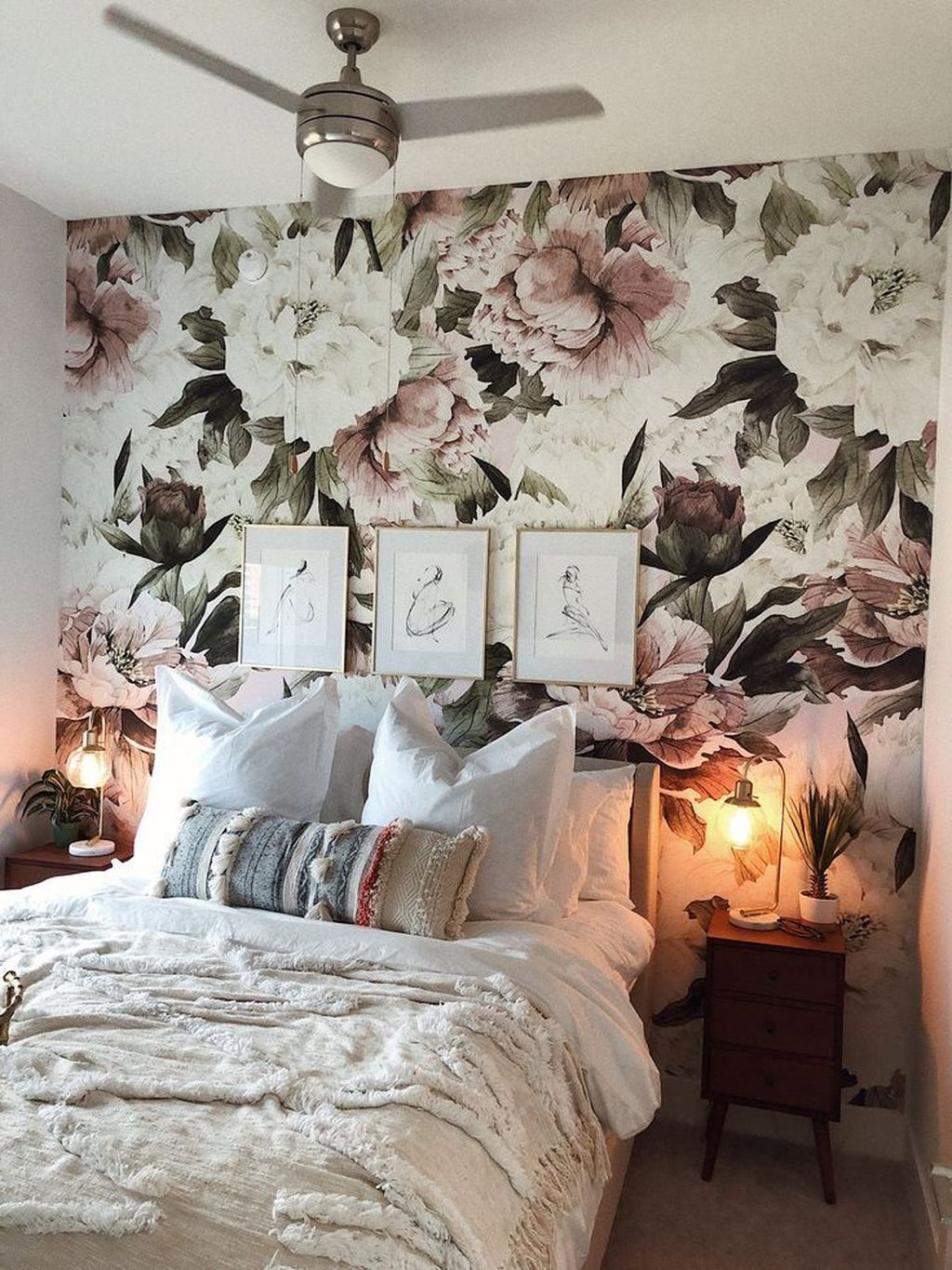 Best Bedroom Wallpaper Decor Ideas That Suitable For Your Family 29