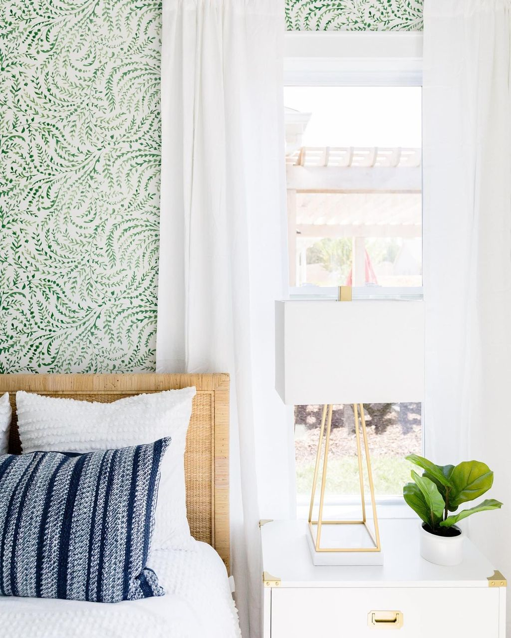 Best Bedroom Wallpaper Decor Ideas That Suitable For Your Family 36