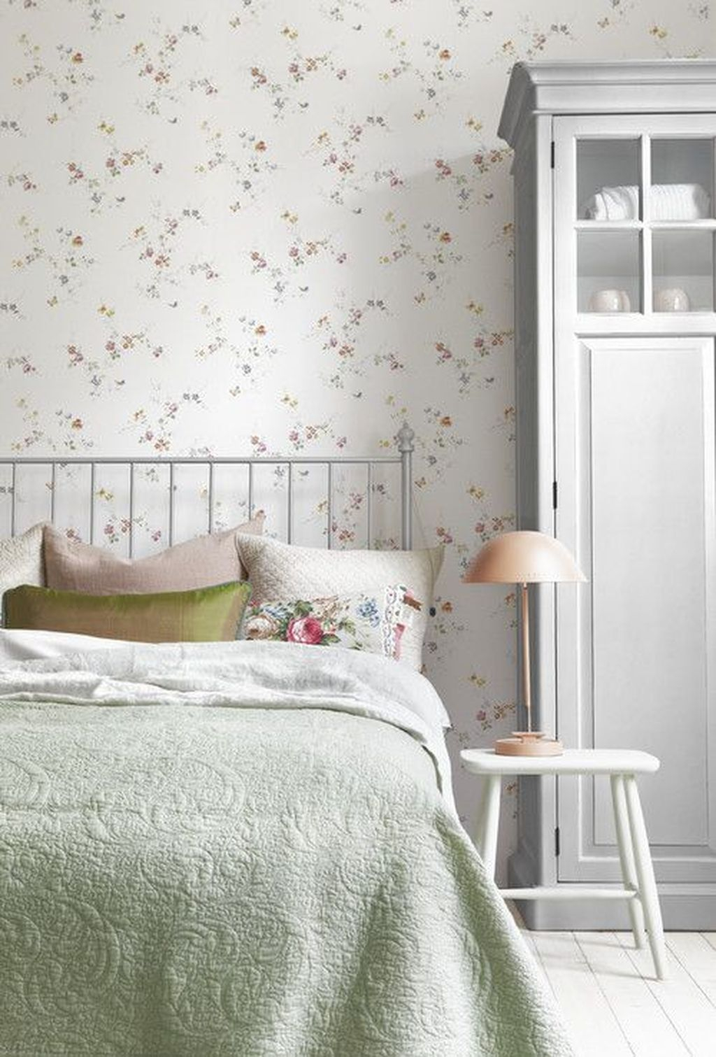 Best Bedroom Wallpaper Decor Ideas That Suitable For Your Family 44