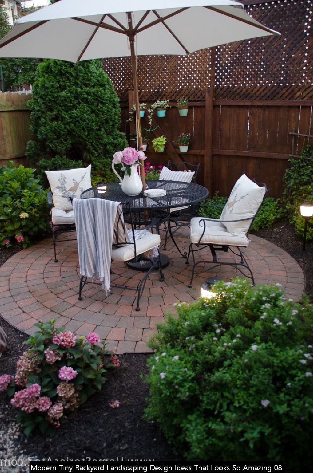 Modern Tiny Backyard Landscaping Design Ideas That Looks So Amazing 08