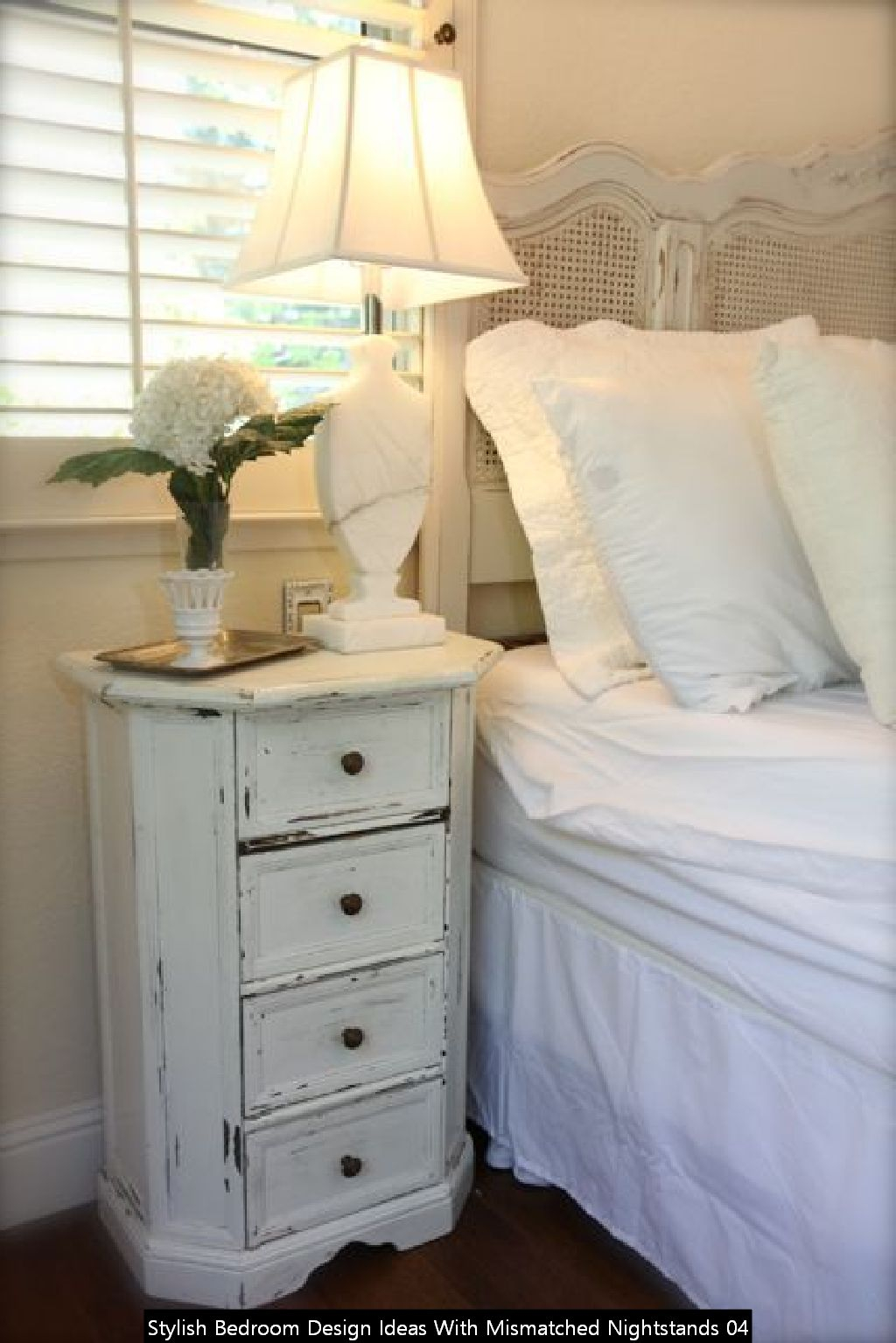 Stylish Bedroom Design Ideas With Mismatched Nightstands 04