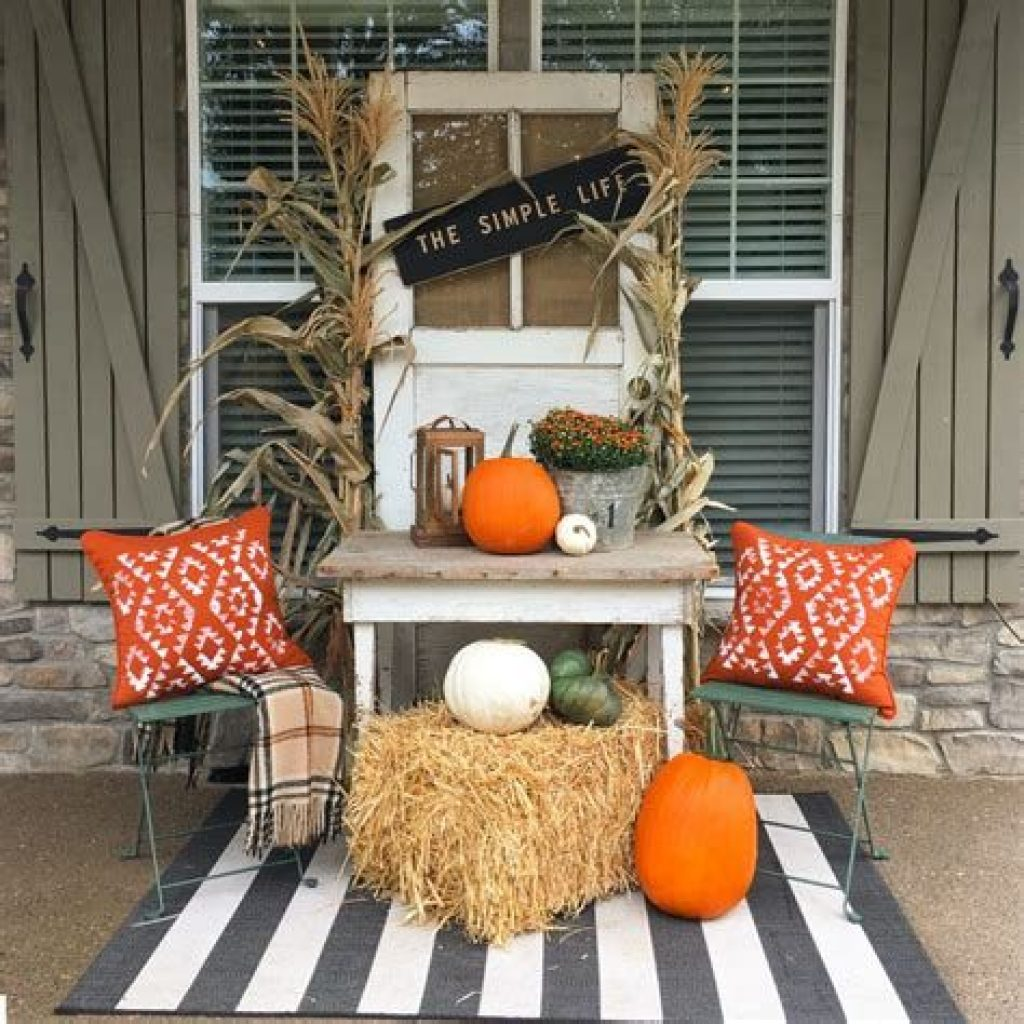 Beautiful Fall Farmhouse Decor Idea For Front Porch 01