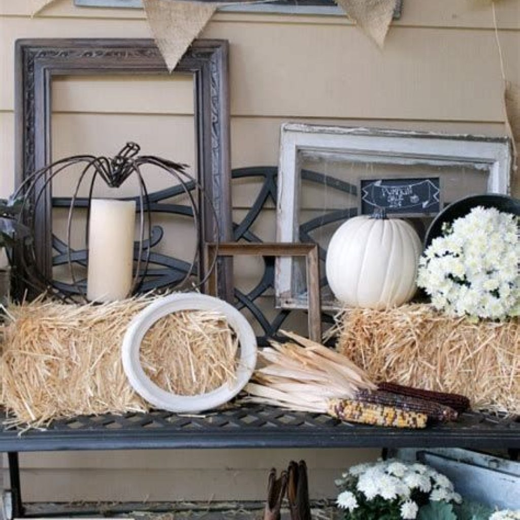 Beautiful Fall Farmhouse Decor Idea For Front Porch 02