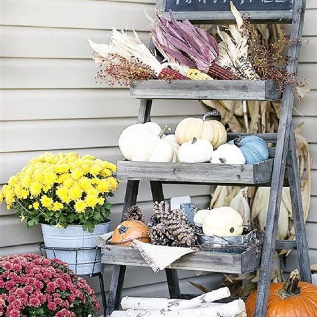 Beautiful Fall Farmhouse Decor Idea For Front Porch 03