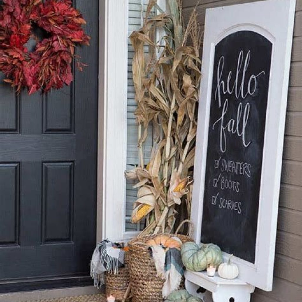 Beautiful Fall Farmhouse Decor Idea For Front Porch 04