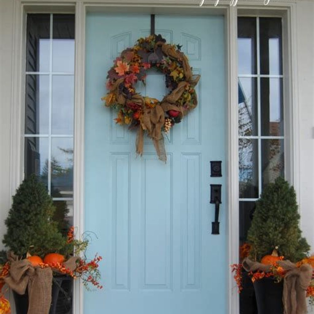 Beautiful Fall Farmhouse Decor Idea For Front Porch 05