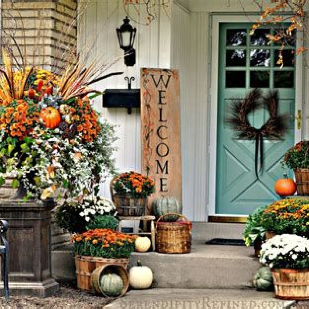 Beautiful Fall Farmhouse Decor Idea For Front Porch 06