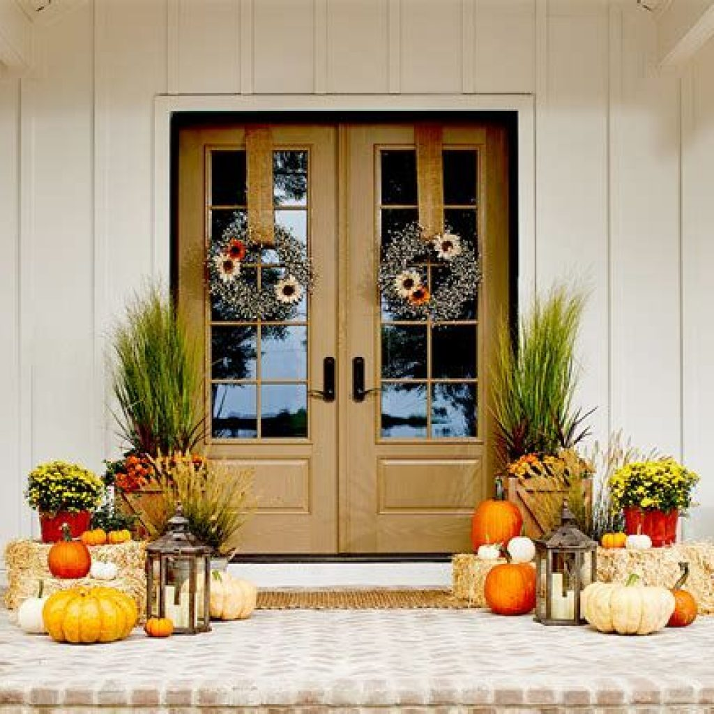 Beautiful Fall Farmhouse Decor Idea For Front Porch 07