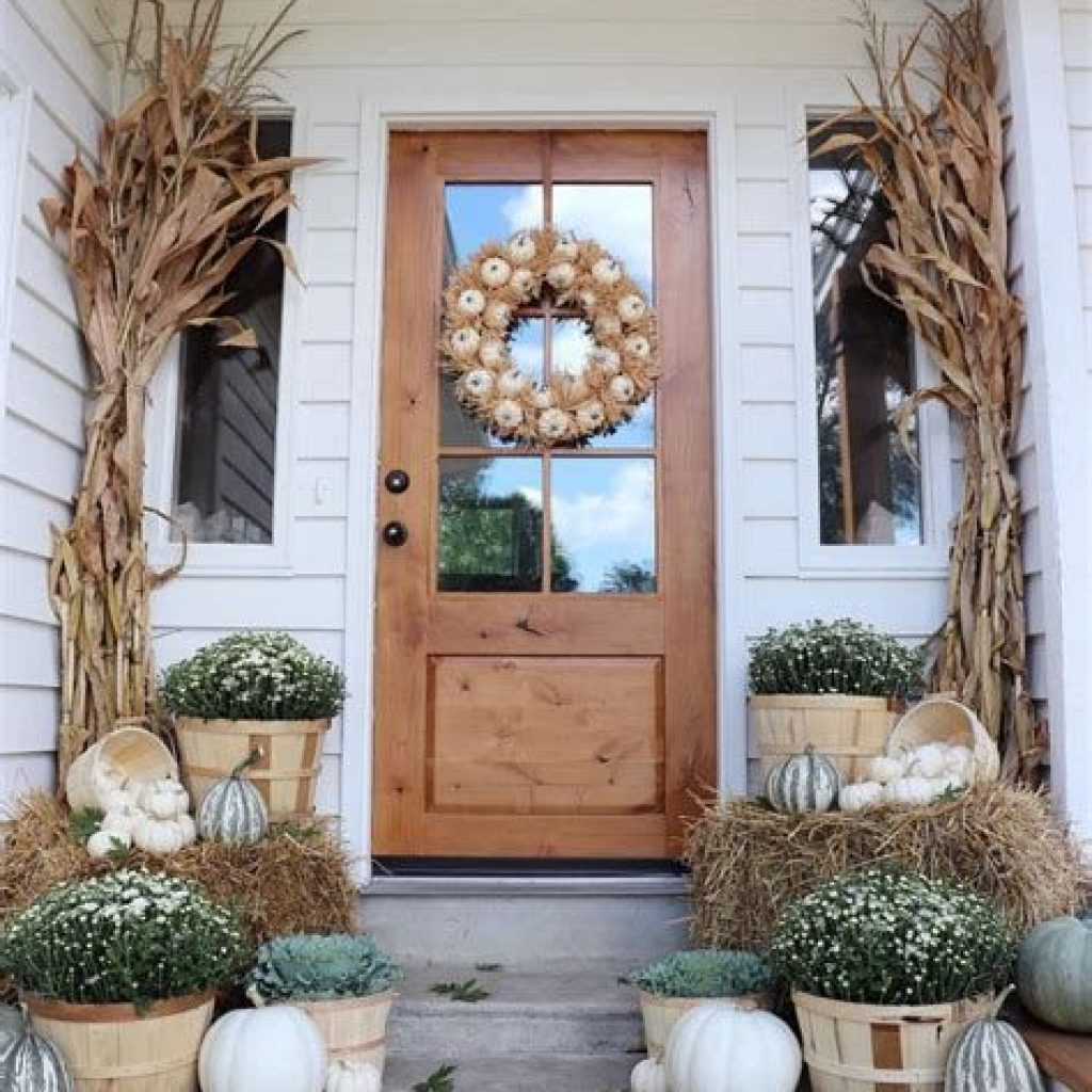 Beautiful Fall Farmhouse Decor Idea For Front Porch 08
