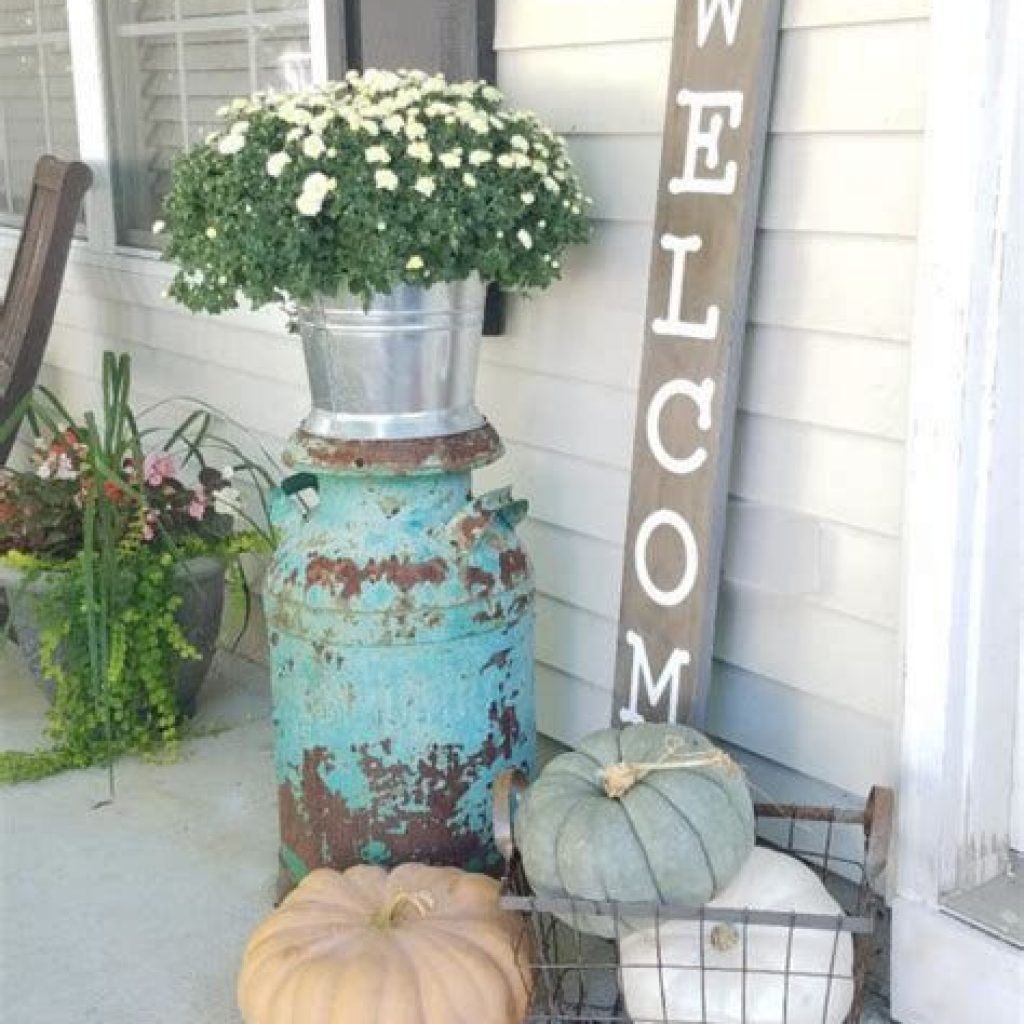 Beautiful Fall Farmhouse Decor Idea For Front Porch 09