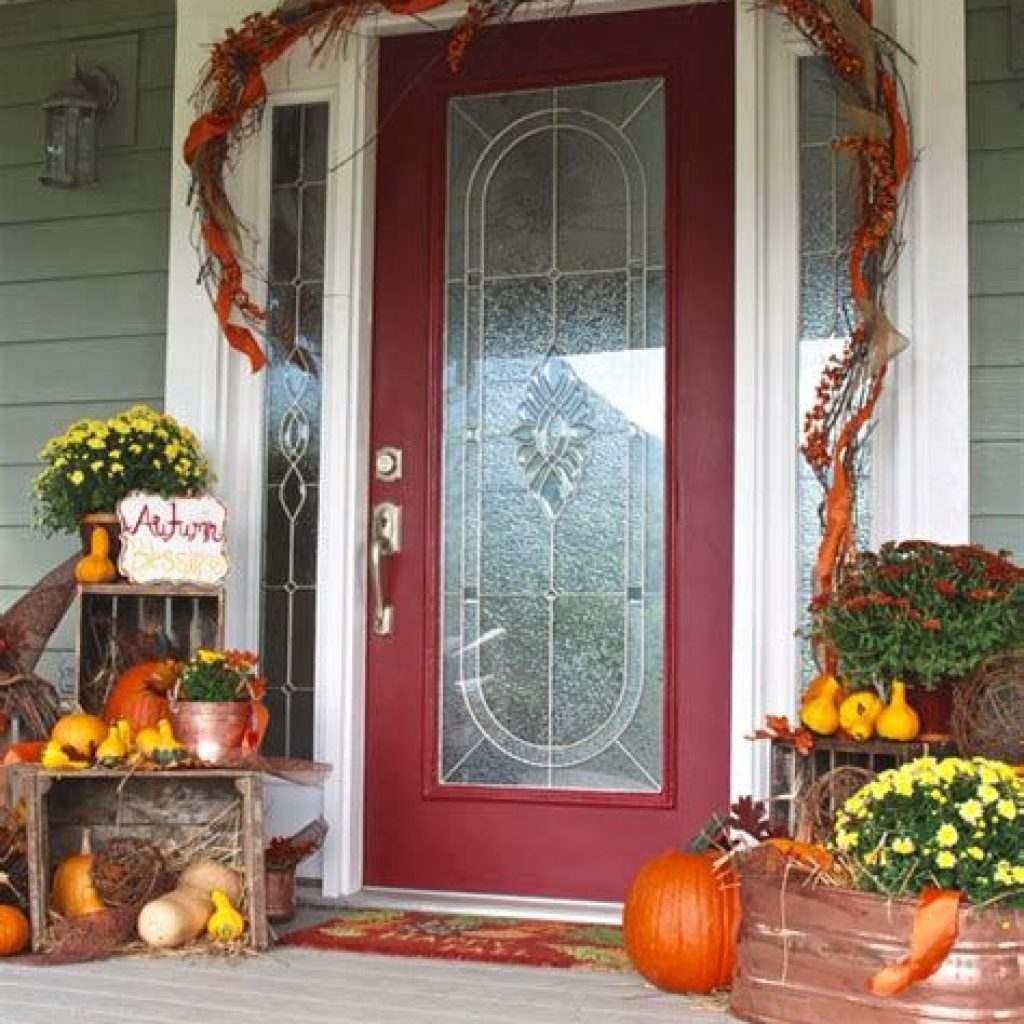 Beautiful Fall Farmhouse Decor Idea For Front Porch 10