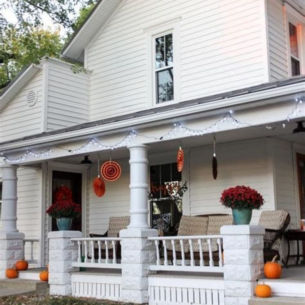 Beautiful Fall Farmhouse Decor Idea For Front Porch 11