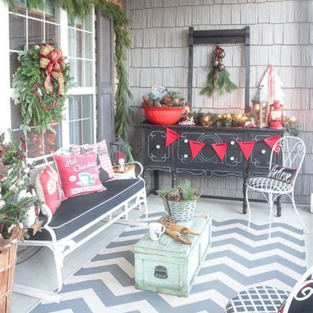 Beautiful Fall Farmhouse Decor Idea For Front Porch 14