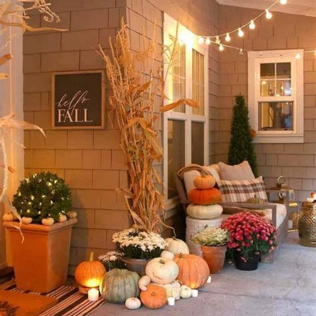 Beautiful Fall Farmhouse Decor Idea For Front Porch 16