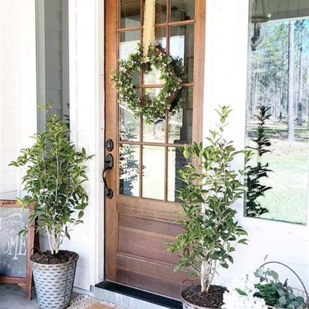 Beautiful Fall Farmhouse Decor Idea For Front Porch 17