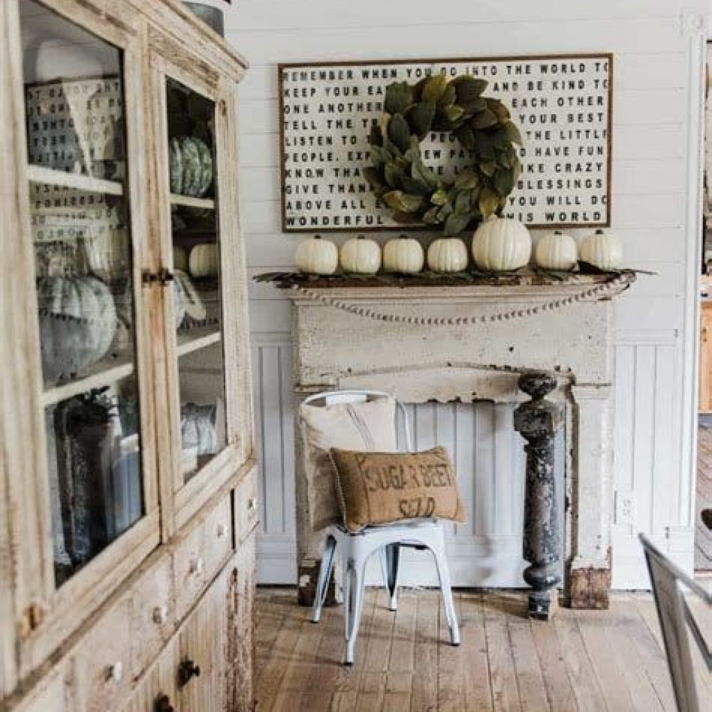 Beautiful Fall Farmhouse Decor Idea For Front Porch 18