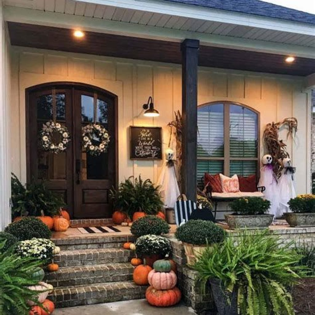 Beautiful Fall Farmhouse Decor Idea For Front Porch 19