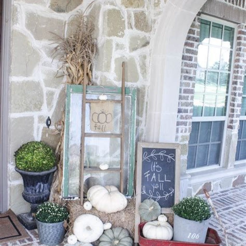 Beautiful Fall Farmhouse Decor Idea For Front Porch 20