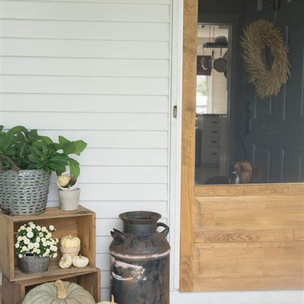 Beautiful Fall Farmhouse Decor Idea For Front Porch 22