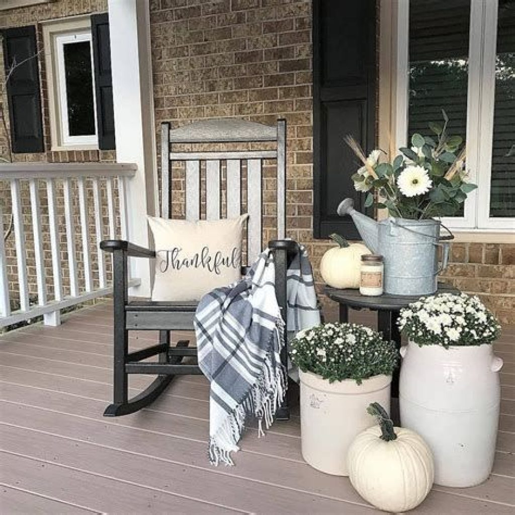 Beautiful Fall Farmhouse Decor Idea For Front Porch 23