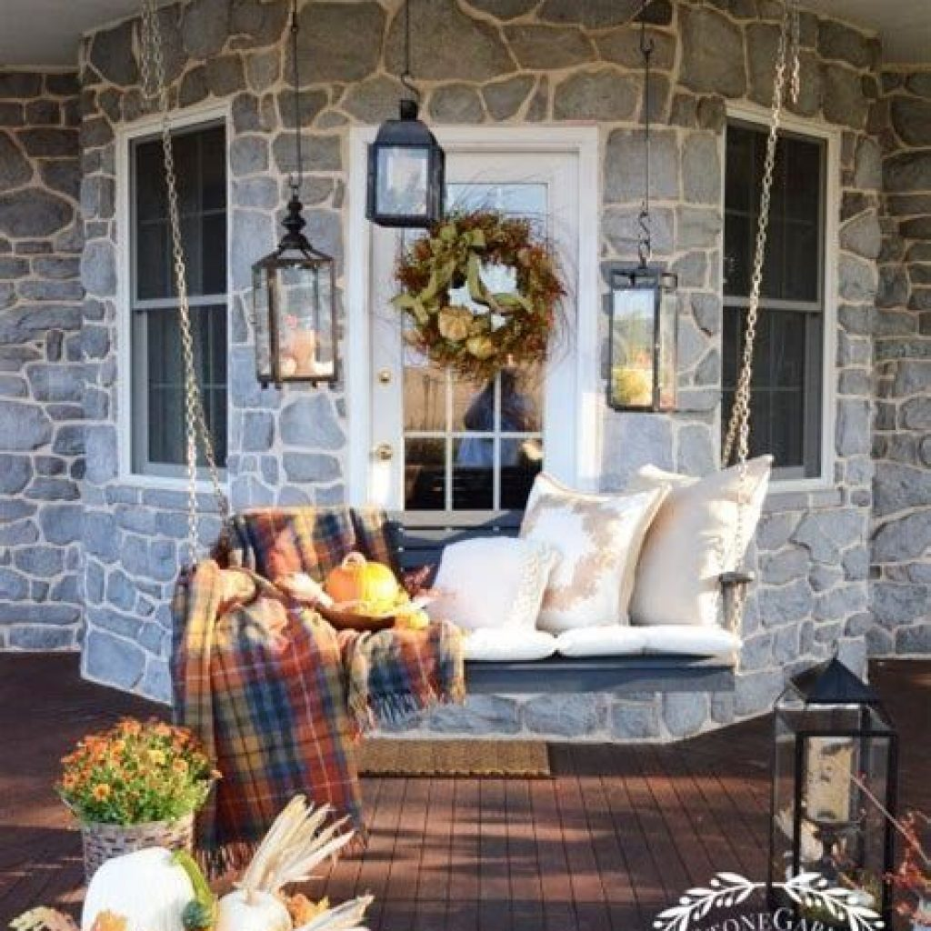 Beautiful Fall Farmhouse Decor Idea For Front Porch 25